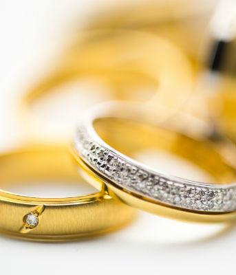 Ringe mit Diamanten in Gold