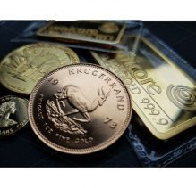 Goldmünze und Goldbarren